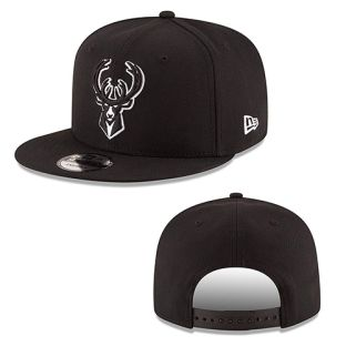 Milwaukee Bucks New Era Black 9FIFTY BW Basic Adjustable Snapback Cap